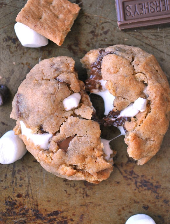 marshmallow-stuffed-smores-cookie