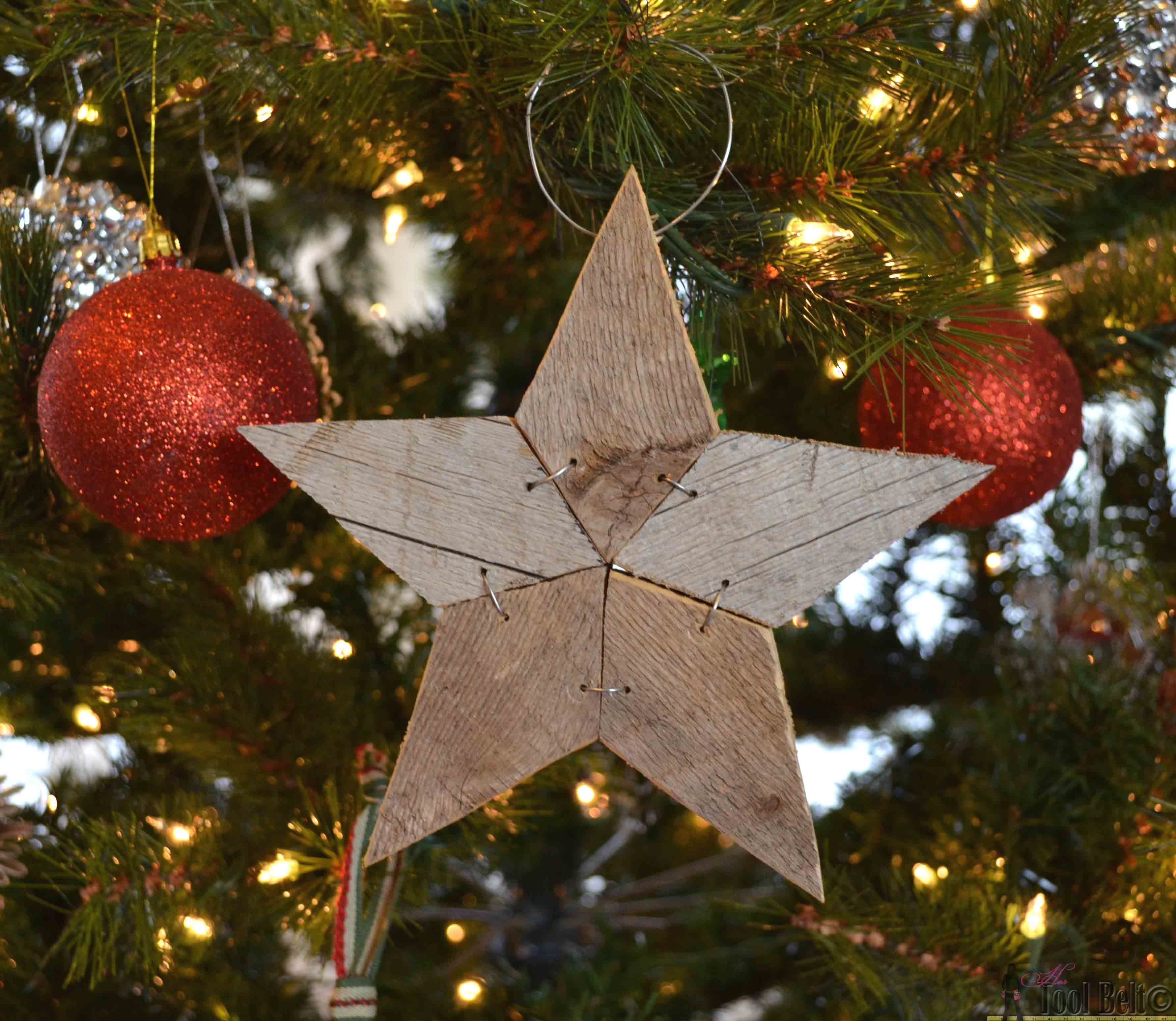Rustic stars for crafts - Easily Add Natural Elements Into Your Christmas Decor With These Simple Patchwork Rustic Stars Free