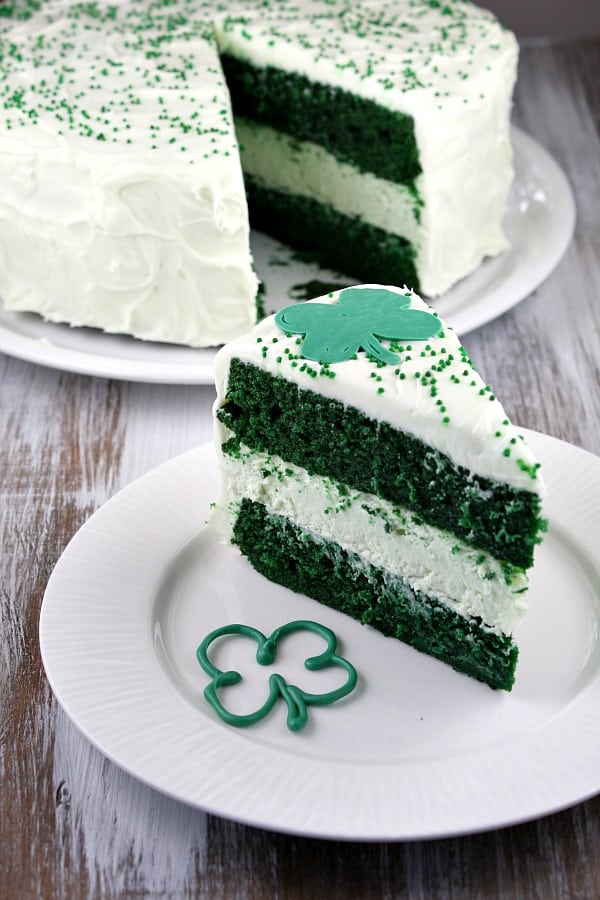 st-patricks-day-green-velvet-cheesecake