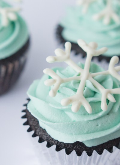 Simple Snowflake Cupcakes