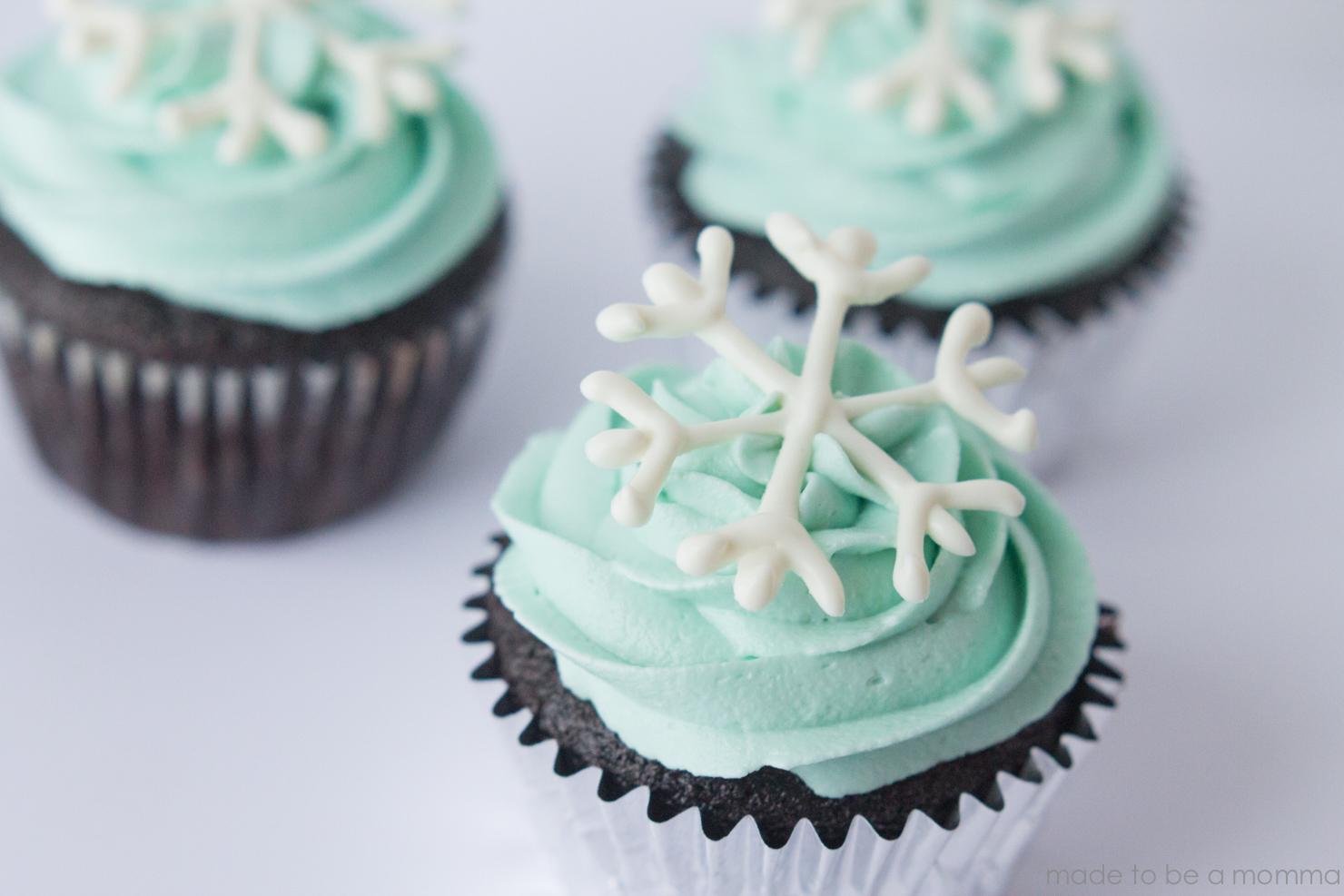 Snowflake Cupcakes-10