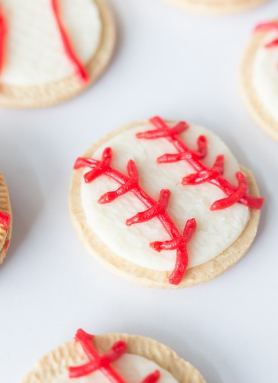 Baseball Oreo Cookies: a fun summer kids treat to celebrate t-ball and baseball season!