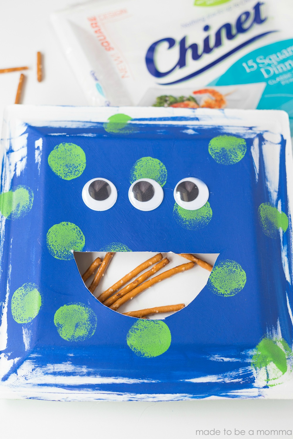 Monster Munch Treat Pocket: a simple and fun paper plate kids craft. Kids will love snacking throughout the day with their Monster.
