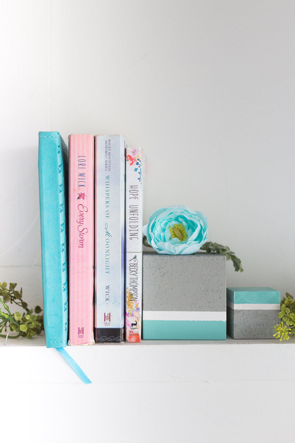 Faux Cement Color Block Bookends: wood blocks and FolkArt Painted Finishes make for a beautiful decor piece.