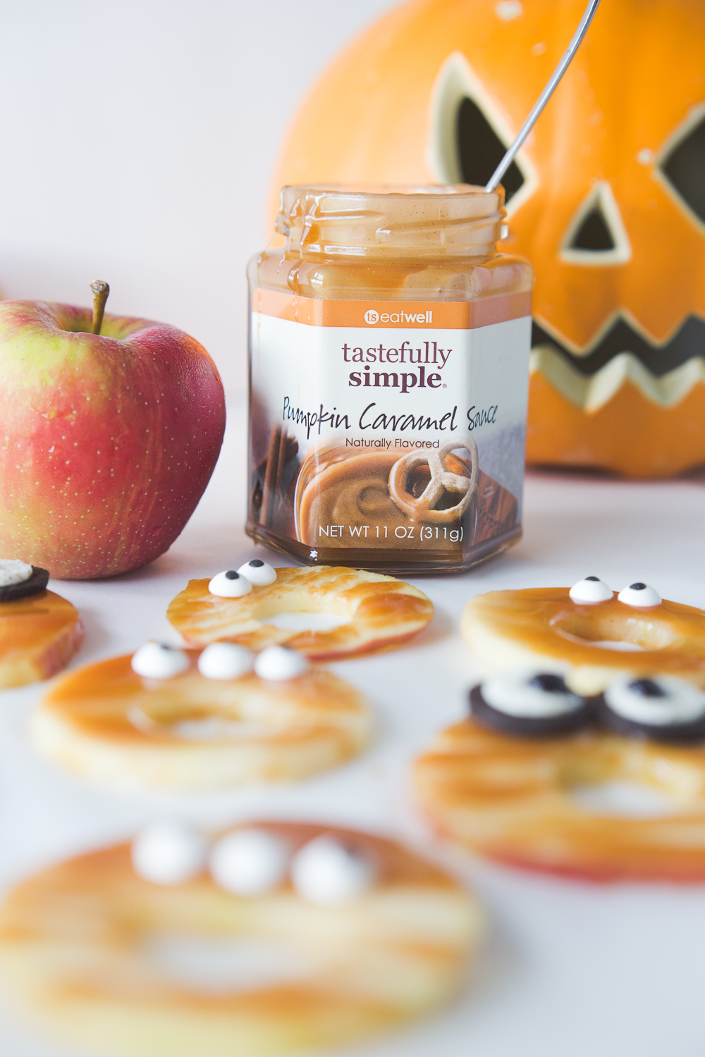 These Caramel Spooky Apples are a fun and delicious Halloween treat for the kids. The pumpkin caramel sauce is bursting will all your favorite fall flavors!