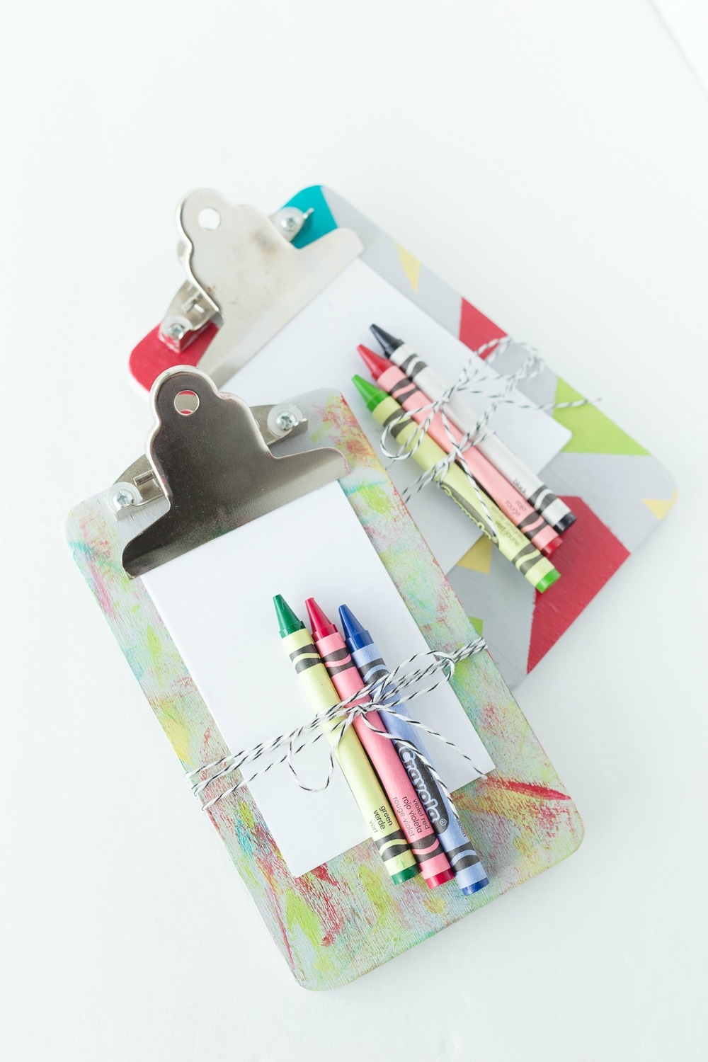 On-the-Go Mini Clipboards: keep your kids busy with their own paper and crayons while on the go. These mini clipboards are perfect for a day full of errands, restaurants and more!