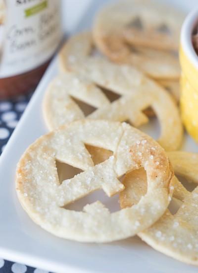 Jack-O-Lantern Tortilla Chips & Salsa Dip