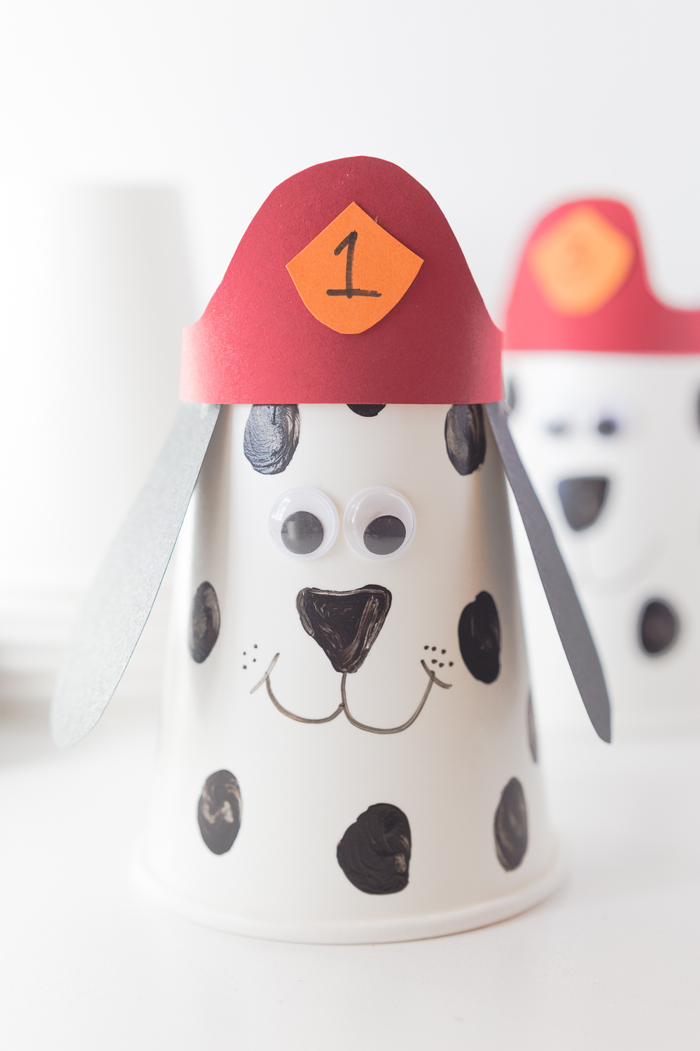 Firefighter Dalmatian Kids Craft: a fun and simple fire prevention craft for the kids! Great classroom idea for fire prevention week!