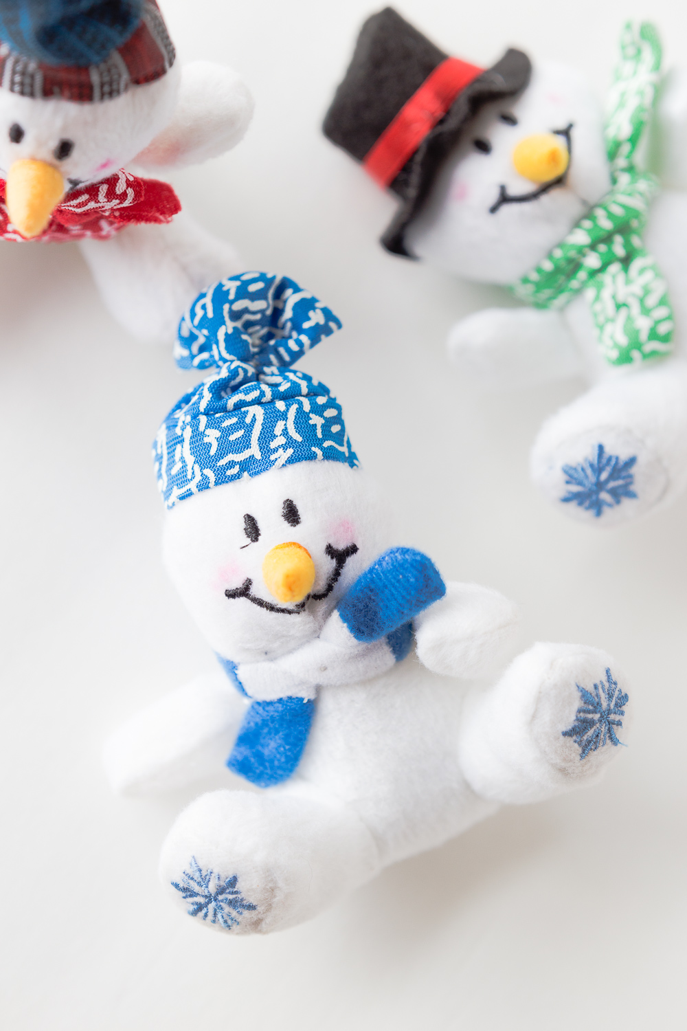 Snowman Craft Box: a little snowman box filled with goodies to help pass the winter day away.
