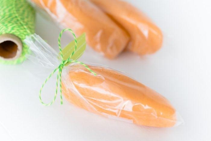 http://www.madetobeamomma.com/wp-content/uploads/2017/03/Playdough-Carrots-5-700x467.jpg