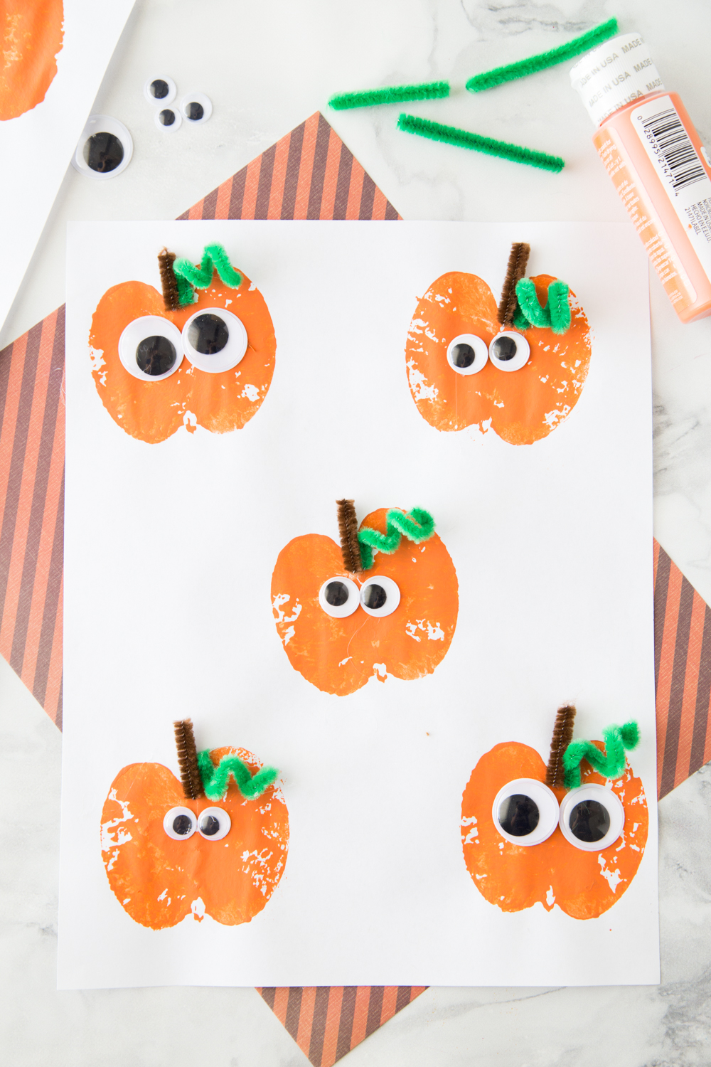 toddler halloween crafts apple stamping pumpkin craft made to be a momma 3121