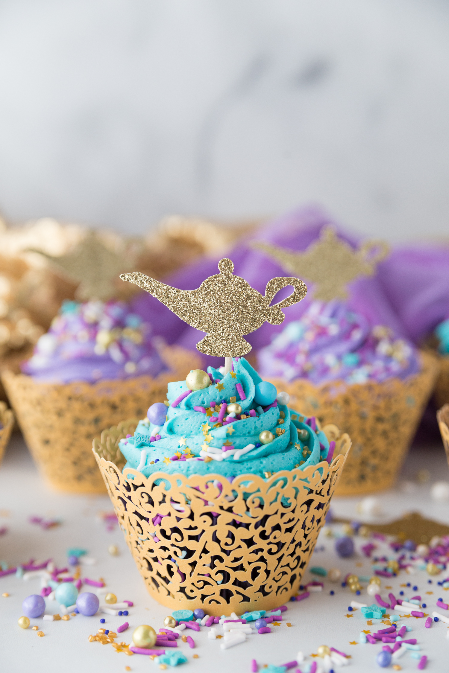 DIY Aladdin Cupcakes: a fun and simple cupcake perfect to celebrate any Princess Jasmine or Aladdin party!